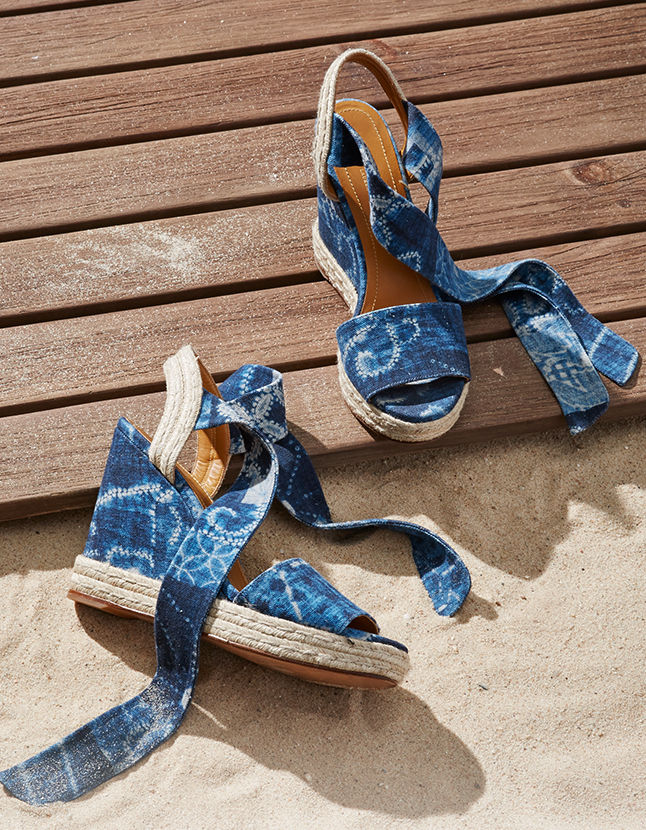 Canvas espadrille in blue with tie-dye-inspired print