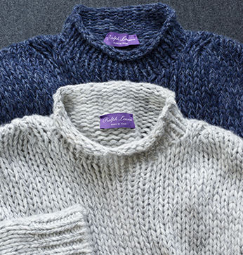 Chunky knit rollneck sweaters in white and navy